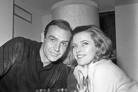 Er war James Bond, sie Pussy Galore: Sean Connery und Honor Blackman. Foto: Pa/PA Wire/dpa